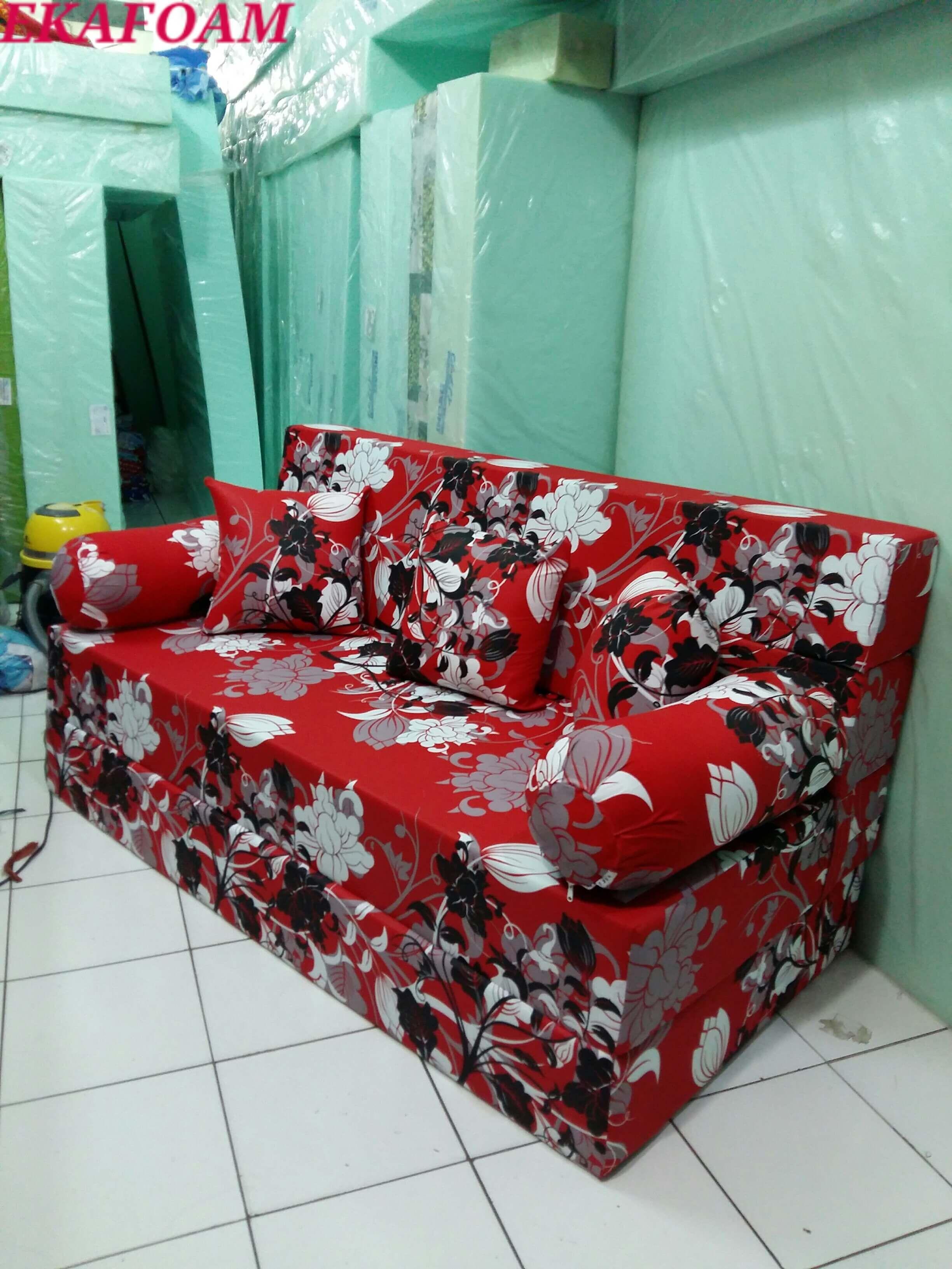 Sofa Bed Inoac Terbaru 2016 Motif Bunga Manohara Saat Di Fungsikan