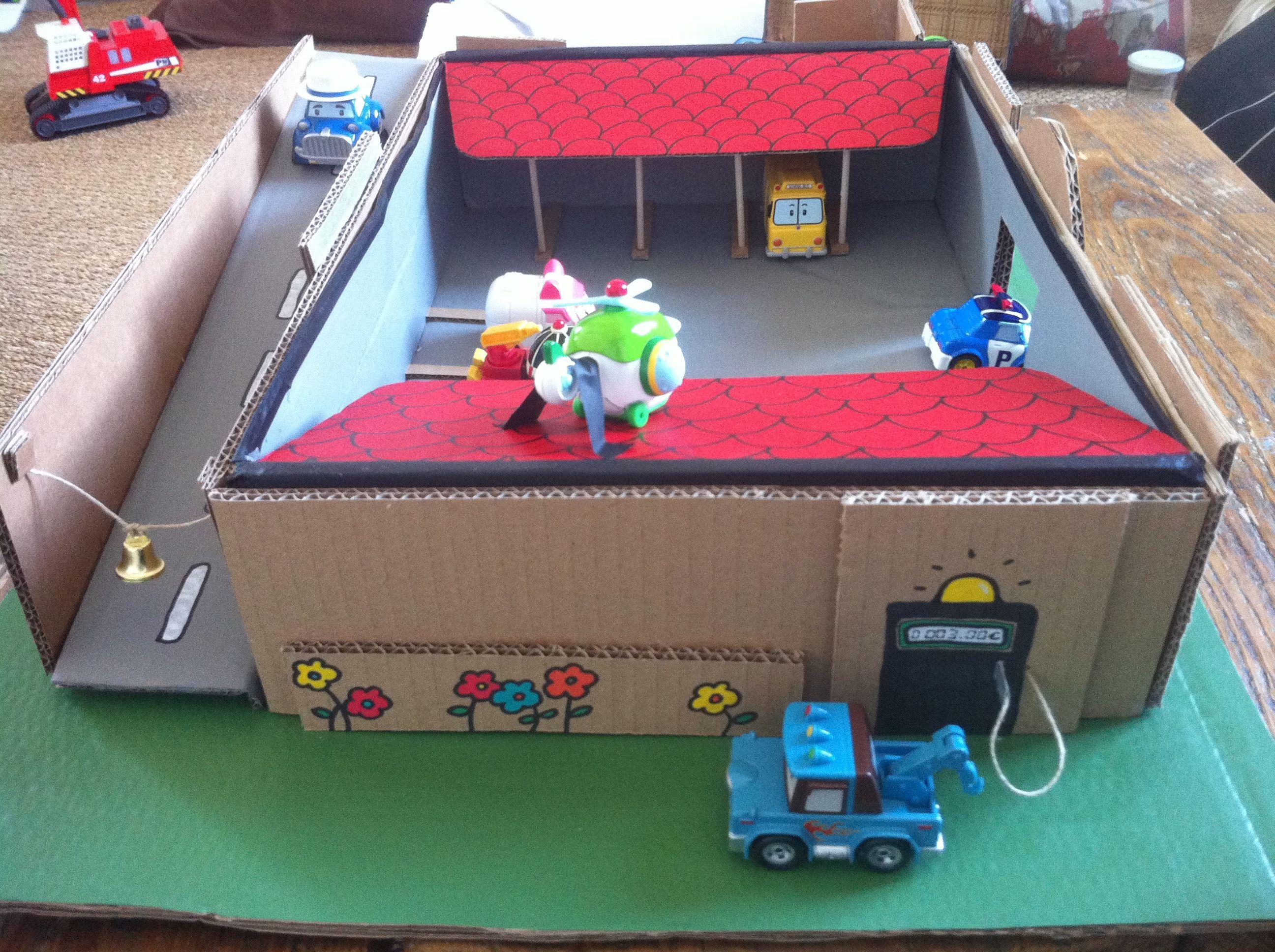 garage en carton robot car poli coin essence giochi gugu garage toys e diy. Black Bedroom Furniture Sets. Home Design Ideas