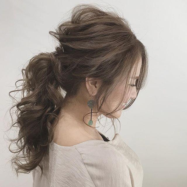 スーツに似合うヘアアレンジまとめ 忙しい朝でも簡単にできる髪型をご