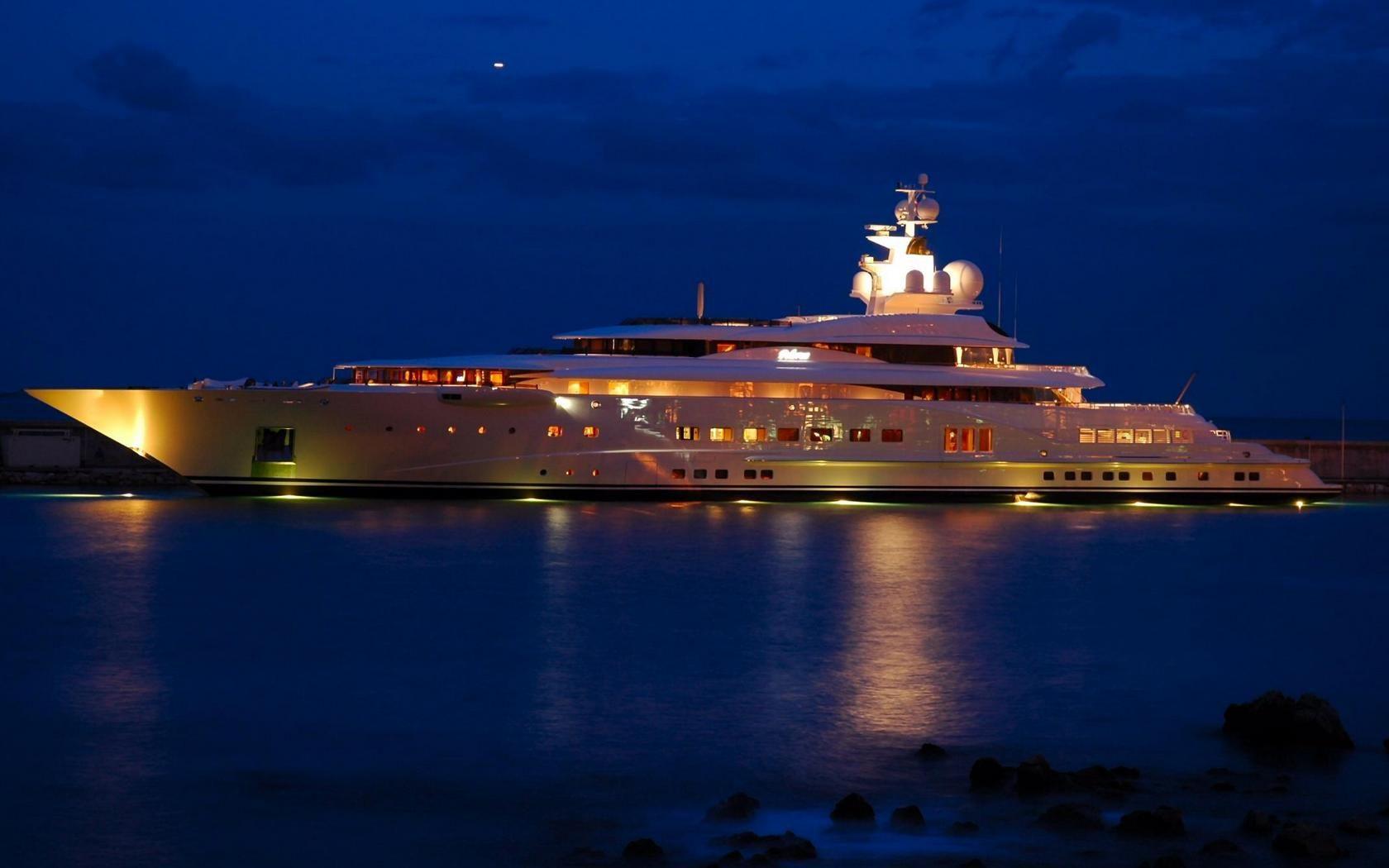 Yachts At Night Pelorus Megayacht At N...