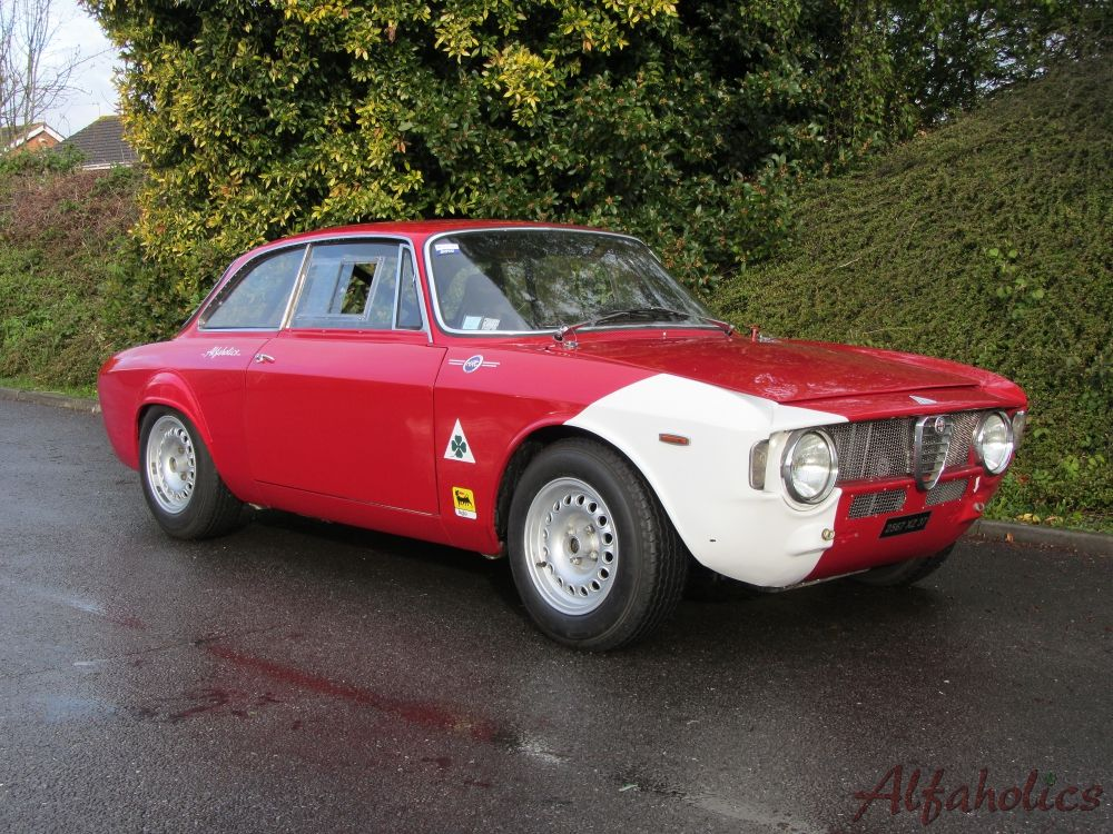 Upgraded 1965 Sprint Gt Track Day Car Alfa Romeo Car Cool Pictures
