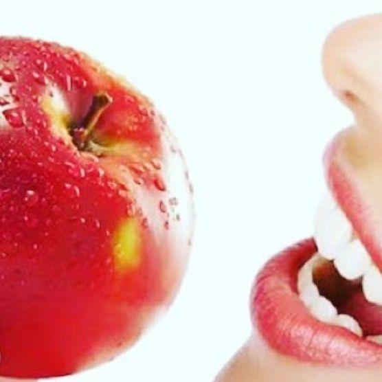 Grande aliada!!!  Algumas frutas como a maçã pêra kiwi... podem nos auxiliar na limpeza dos dentes lógico que não substitui uma escovação mas nos proporcionam um aumento da saliva e elevam o pH da boca que reduz a acidez! #dica#dicasdesaude#inspiracao#saude#saudebucal#cuidados#cuidadoscomasaude#odonto#odontologia#odontoporamor#odontolove#odontolife#vidadedentista#dentistry#dentist#smile#sorriso#dentistafloripa#floripa#forianopolis#sc#santacatarina#brasil by dracristiana Our General Dentistry…