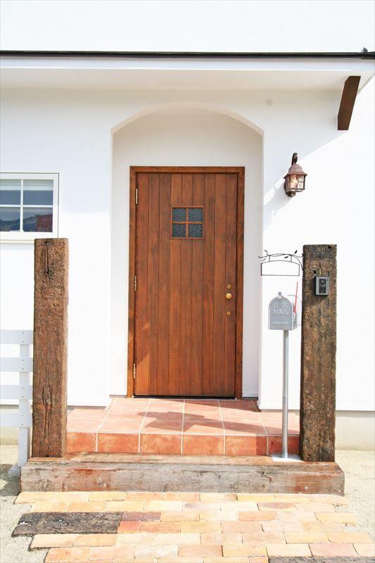 ジャストの家 公式 家族が集まる暖炉のある家 玄関ドア 玄関 玄関 エクステリア