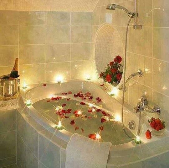 Yes Please Whirlpool Adorned With Rose Petals And Tealight Candles Www Bestweddingshowcase Com Romantic Bathrooms Romantic Bath Decor