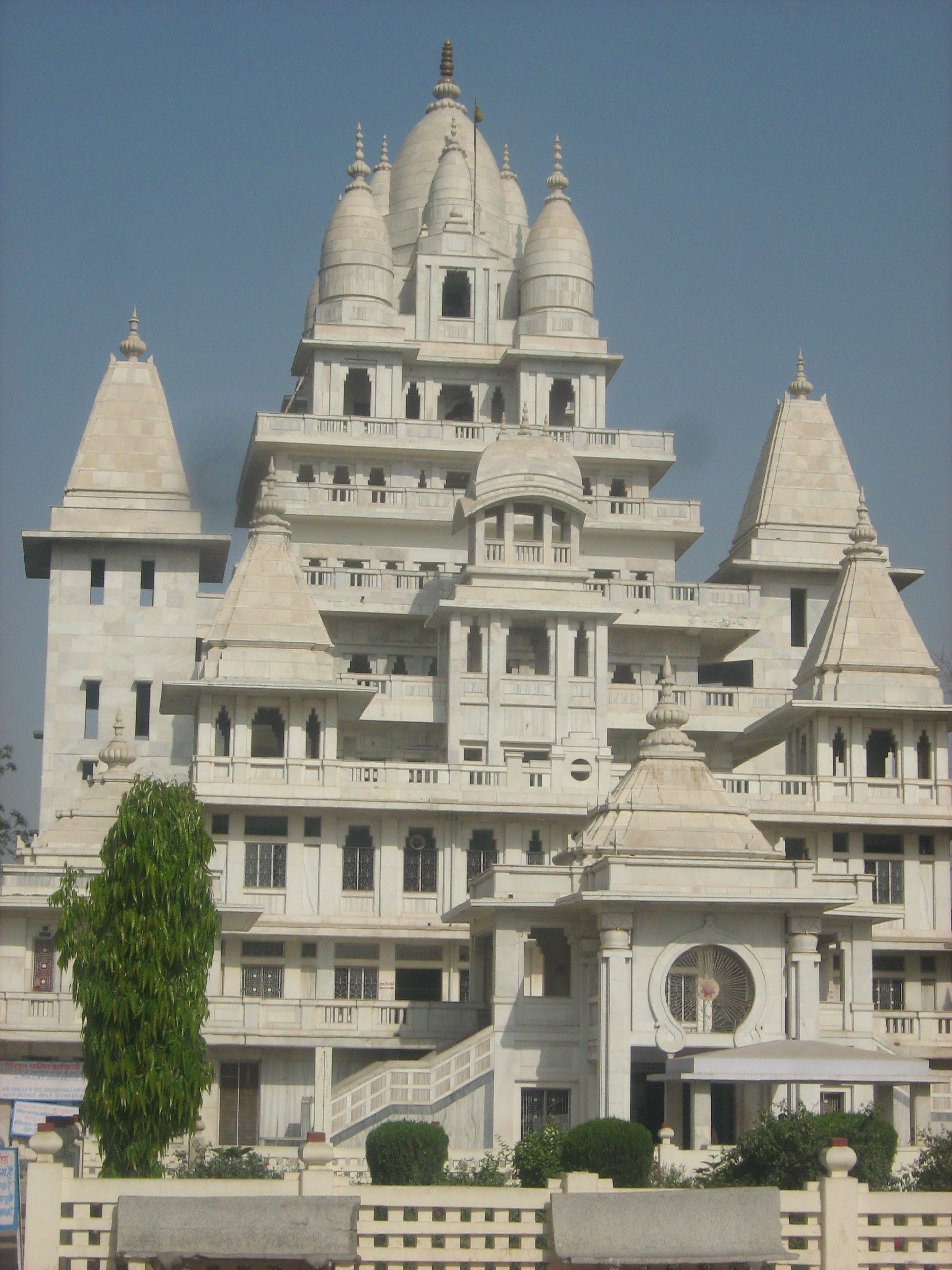 Gajanan maharaj temple anand sagar shegaon the pandharpur of gajanan maharaj temple anand sagar shegaon the pandharpur of vidarbha c httpijiya8236413 temple pinterest temple hindu temple and fandeluxe Image collections