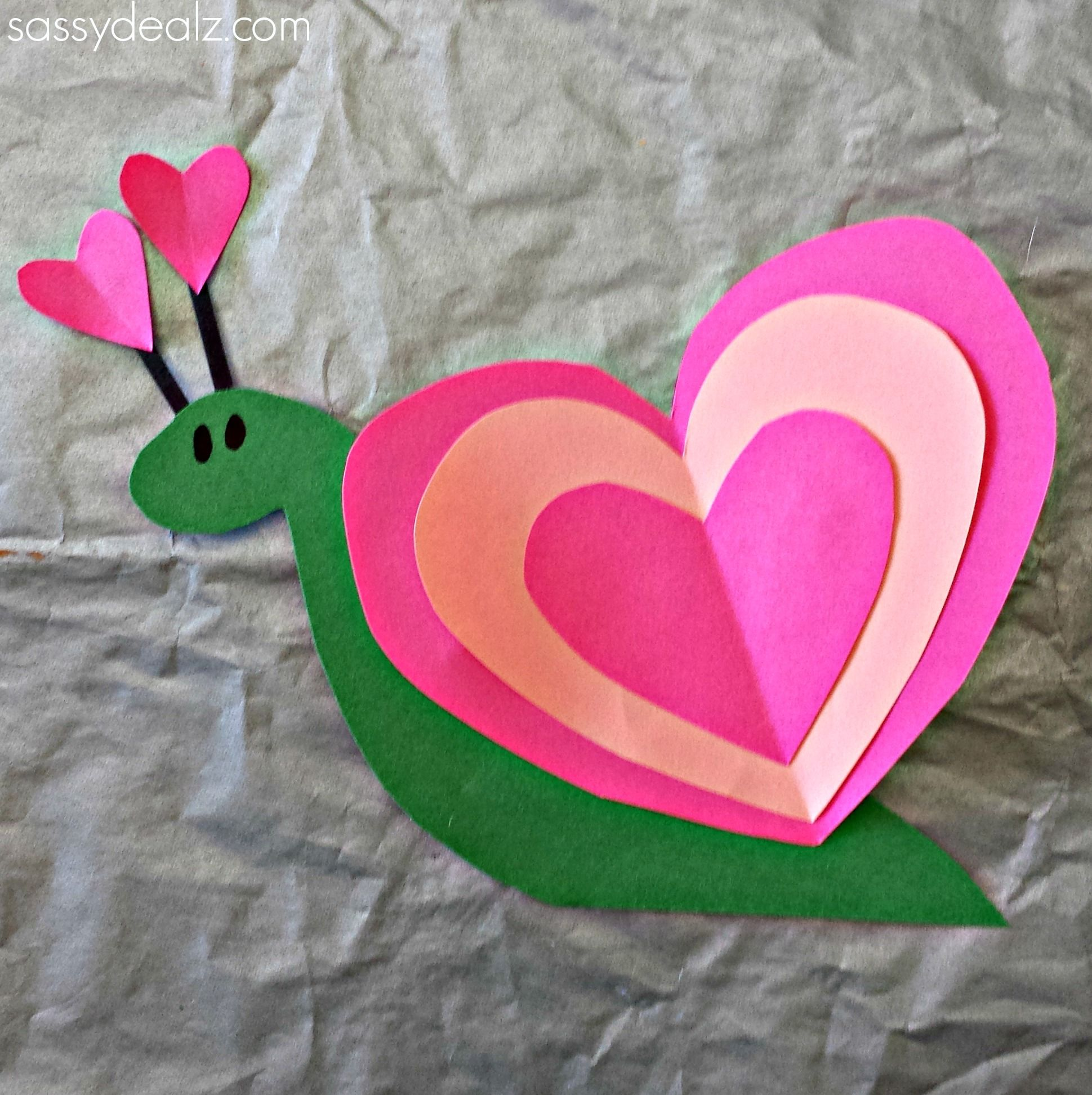 Make a cute heart shaped snail for valentines day! This is the perfect  valentine art