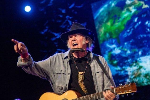 Neil Young torna su Apple Music Spotify e altri servizi di musica in streaming