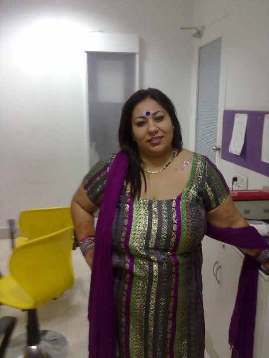 Muaaaaaaaaaah Indian Aunties Pinterest Auntie And Asian
