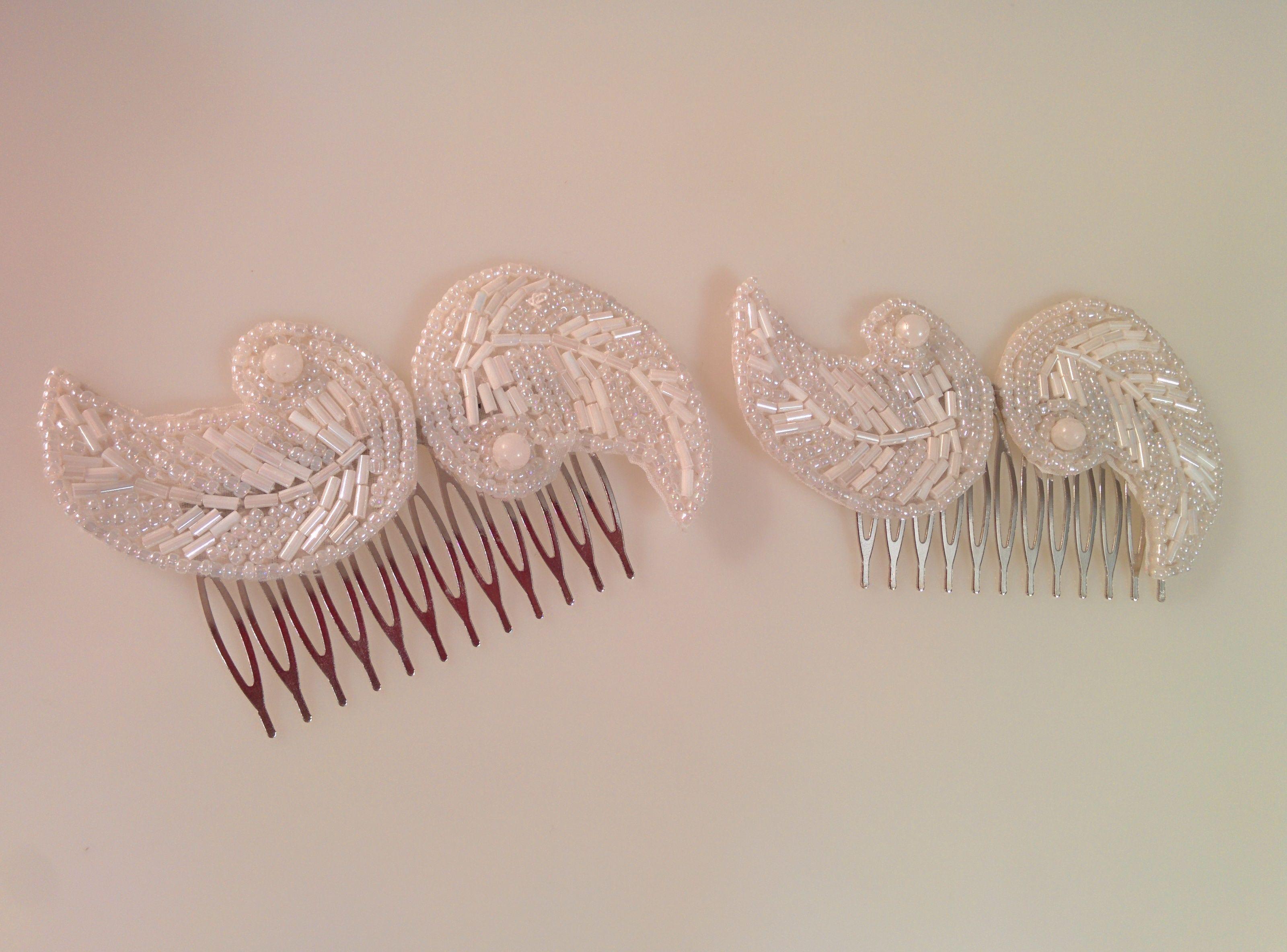 Modelo peines vintage, una pareja irresistible.  #peine #pedreria #vintage #lamoradadenoa #perlas #blanco #peine #novia #boda