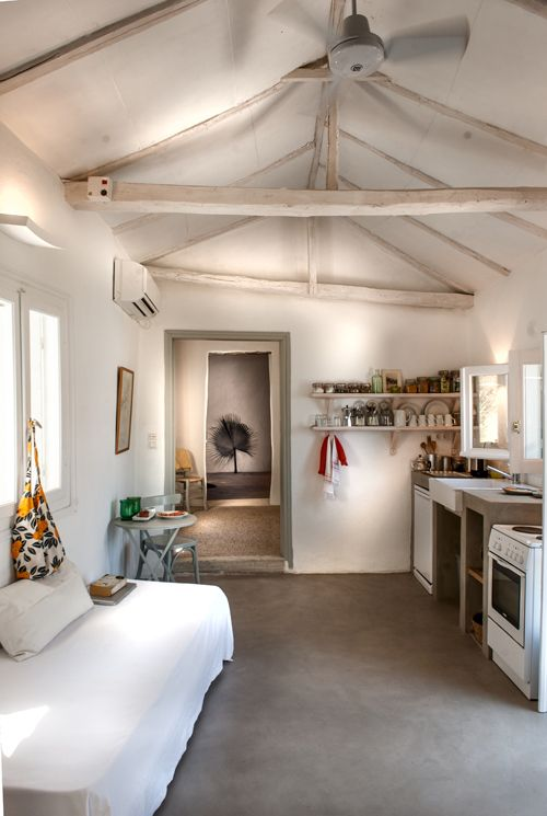 A renovated greek fisherman s house the style files for Arredamento greco