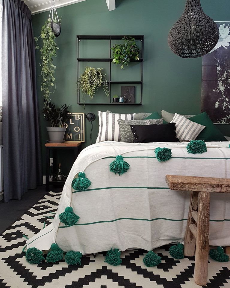 absolutely stunning green bedroom with monochrome rug and green rh pinterest com