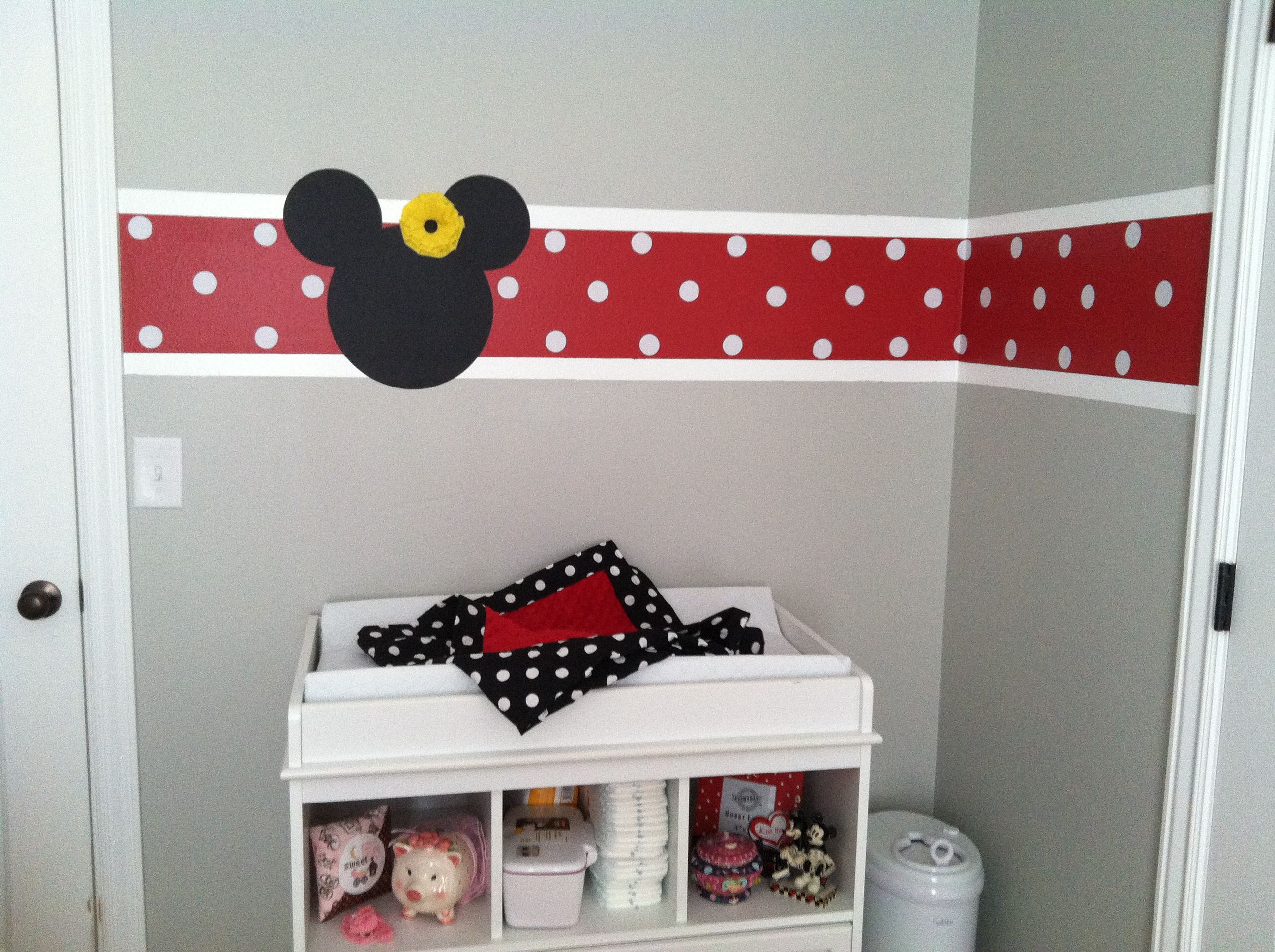 Changing table with stipe and minnie mouse kinderzimmer in 2018 pinterest baby - Minnie mouse kinderzimmer ...
