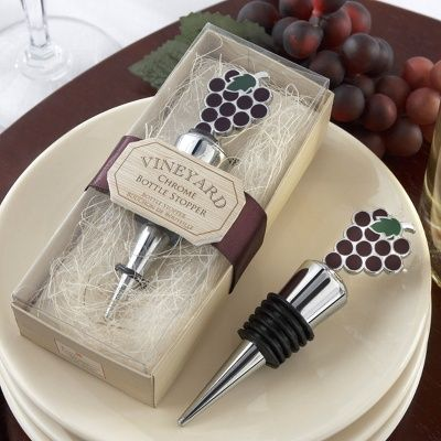 Vineyard Bottle Stopper Favor | #exclusivelyweddings #purpleweddingfavor | #purplewedding