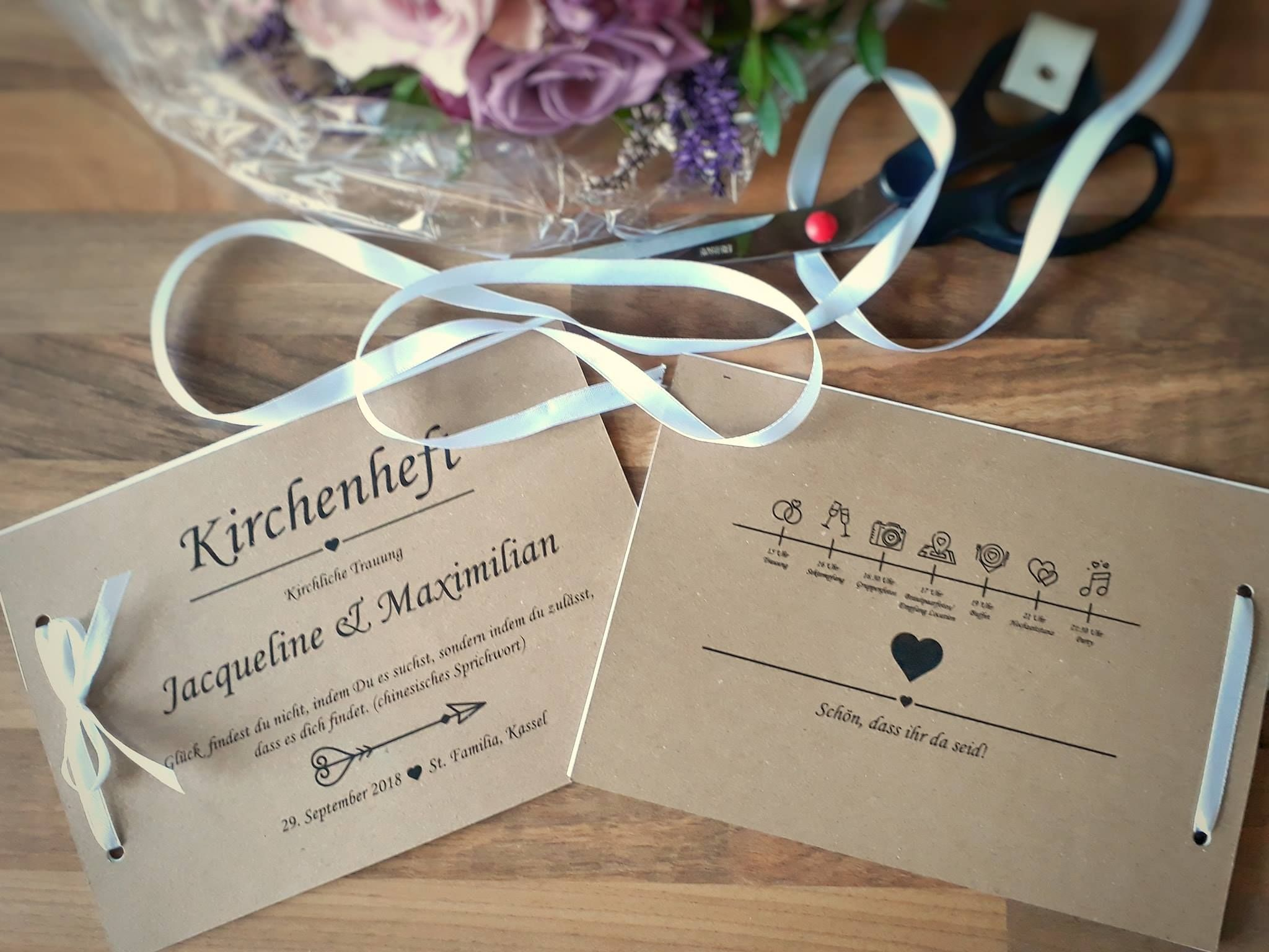 Photo of Kirchenhefte Vintage mit Wedding-Timeline aus Kraftpapier für die Vintagehochze…