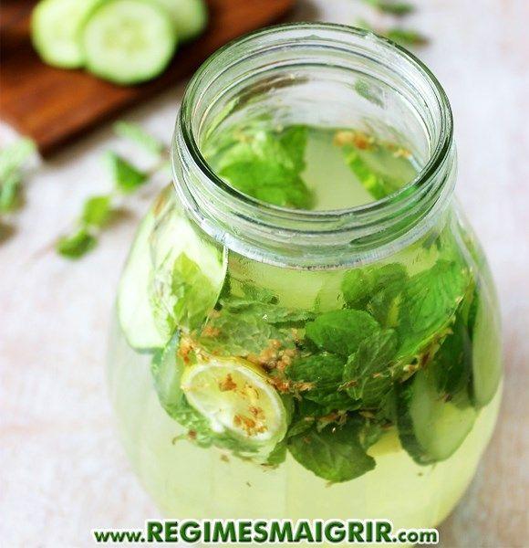 L'eau avec gingembre, concombre, menthe et citron