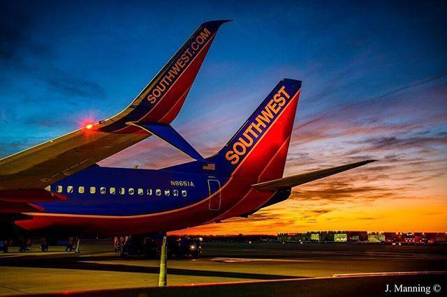 Josh On Instagram Sunset Behind This 737 800 At Ind Last Night Sunset Southwest Southwestair Boeing Bo Southwest Airlines Southwest Air Boeing Aircraft