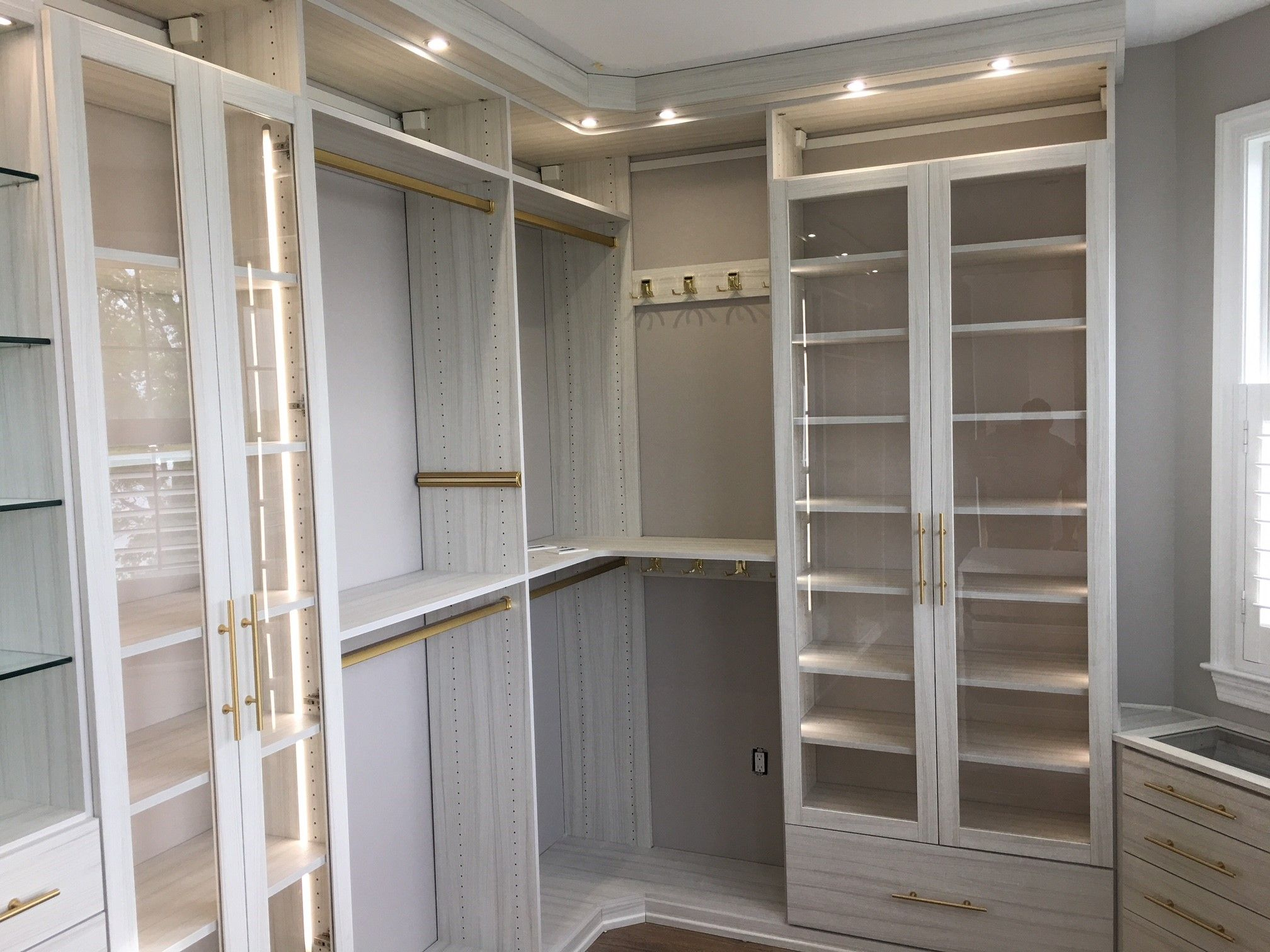 California Closets Luxe Walk In Tesoro Finish Tuscan Moon Brass Gold Lews Hardware Design Consultant Kristen Mille California Closets Closet Designs Interior