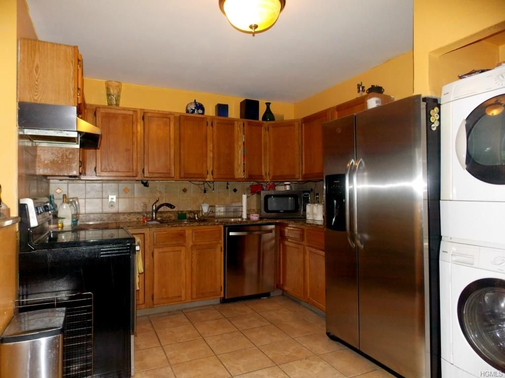 Just Sold 421 North Broadway 34 Yonkers Ny 10701 December 31st 2015 Cool Kitchens Kitchen Design Kitchen Cabinets