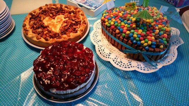 Appel notentaart,  Kitkat taart biscuittaart met laagjes chocolade mousse en botercreme , monchoutaart met bastogne bodem