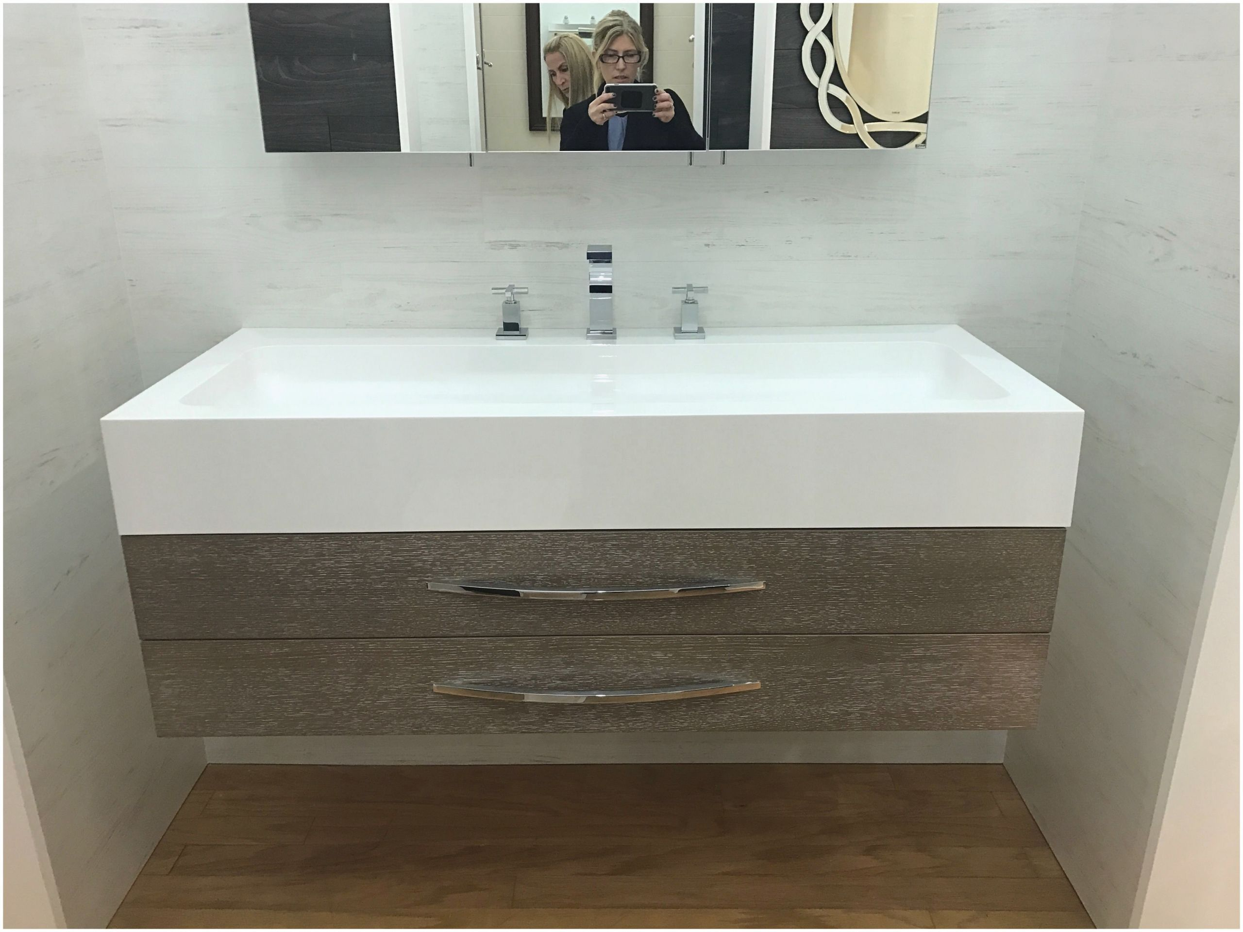 Clearance Bathroom Vanities With Tops In 2020 Small Bathroom