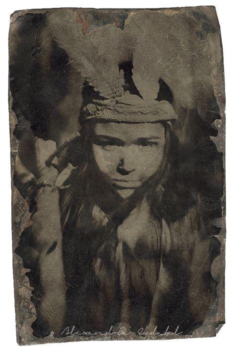 Fotograf-Alexandra-Ekdahl-Stockholm-porträtt-portrait-art-konst-photo-foto-fashion modell model  snow älva portrait barnfotograf barnmode kidsfashion fethers indian n