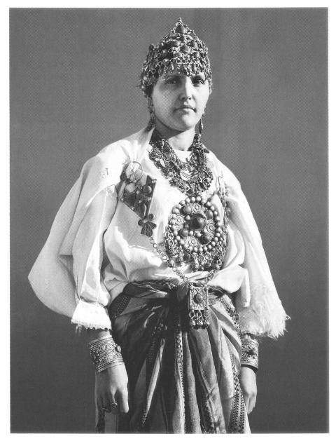 femme kabyle portant diad me boucles d oreilles colliers bracelets bagues photo a bozom. Black Bedroom Furniture Sets. Home Design Ideas