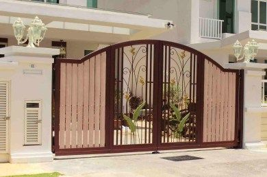 Charming Interior Spacious House Front Gate Design With Beautiful Main Gate Pillars  For Residential Homes