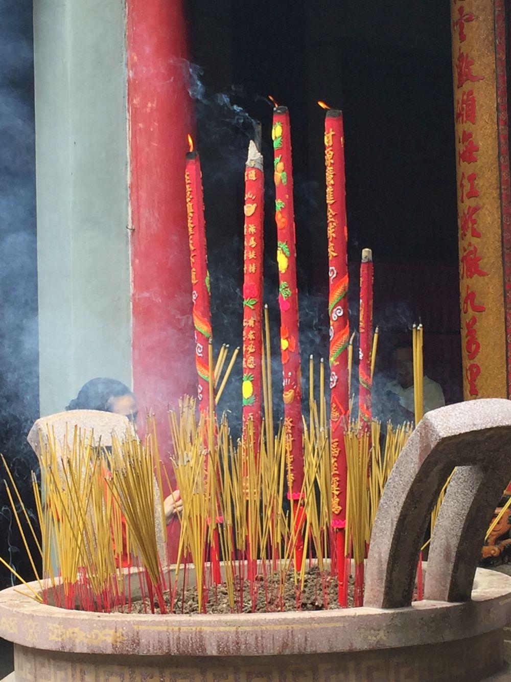 Burn joss sticks burn http://www.angelstarchristy.com/2015/11/a-tribute-to-patron-goddess-of-sea-chua.html?m=1