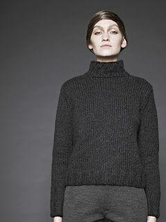 pullover, dark grey. simpel = good.