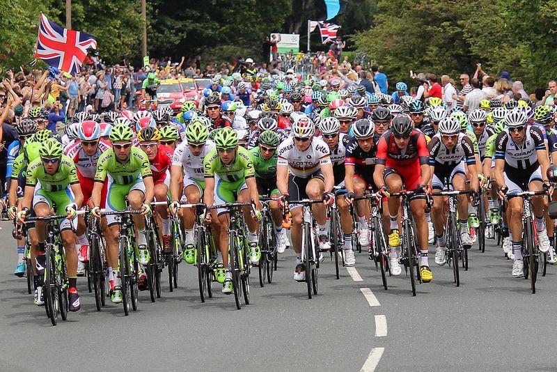 Tour de France Peloton in Silsden | par /northern/git
