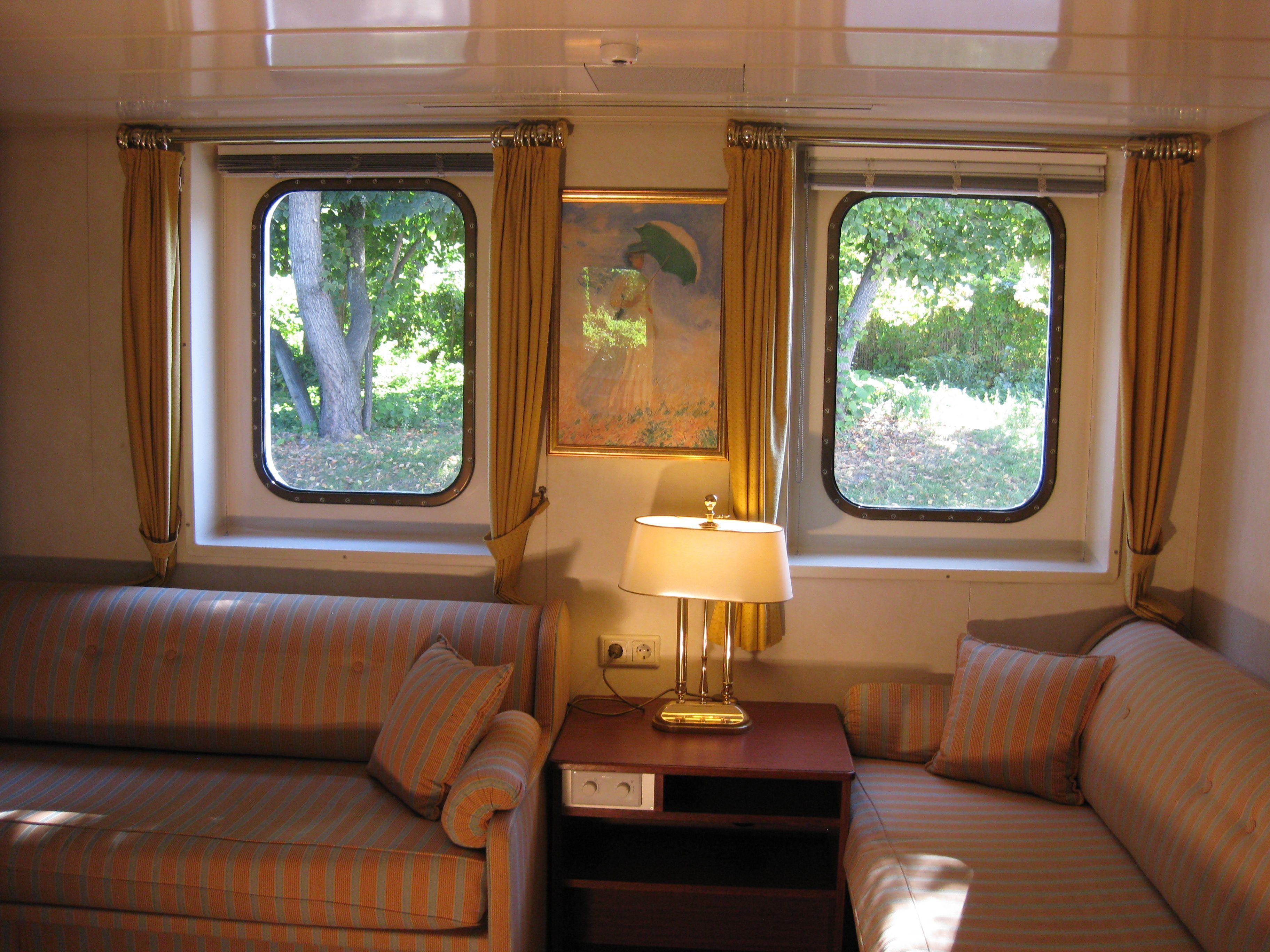 Die Schiffskabinen auf dem Elbedeck sind gemütlich eingerichtet und verfügen über 2 getrennte Betten