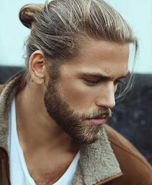 Les Cheveux Et La Barbe De Styles Que Vous Devez Voir Chignon Pour Homme Coiffure Cheveux Long Homme Cheveux Long Homme