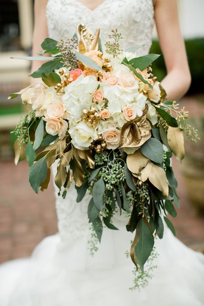 The Ultimate Guide To Metallic Weddings Gold Wedding Flowers Gold Bouquet Gold Wedding Colors