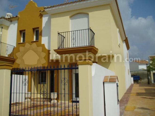 Adosado de 100 m2 en Molina, la vivienda cuenta con 3 ...
