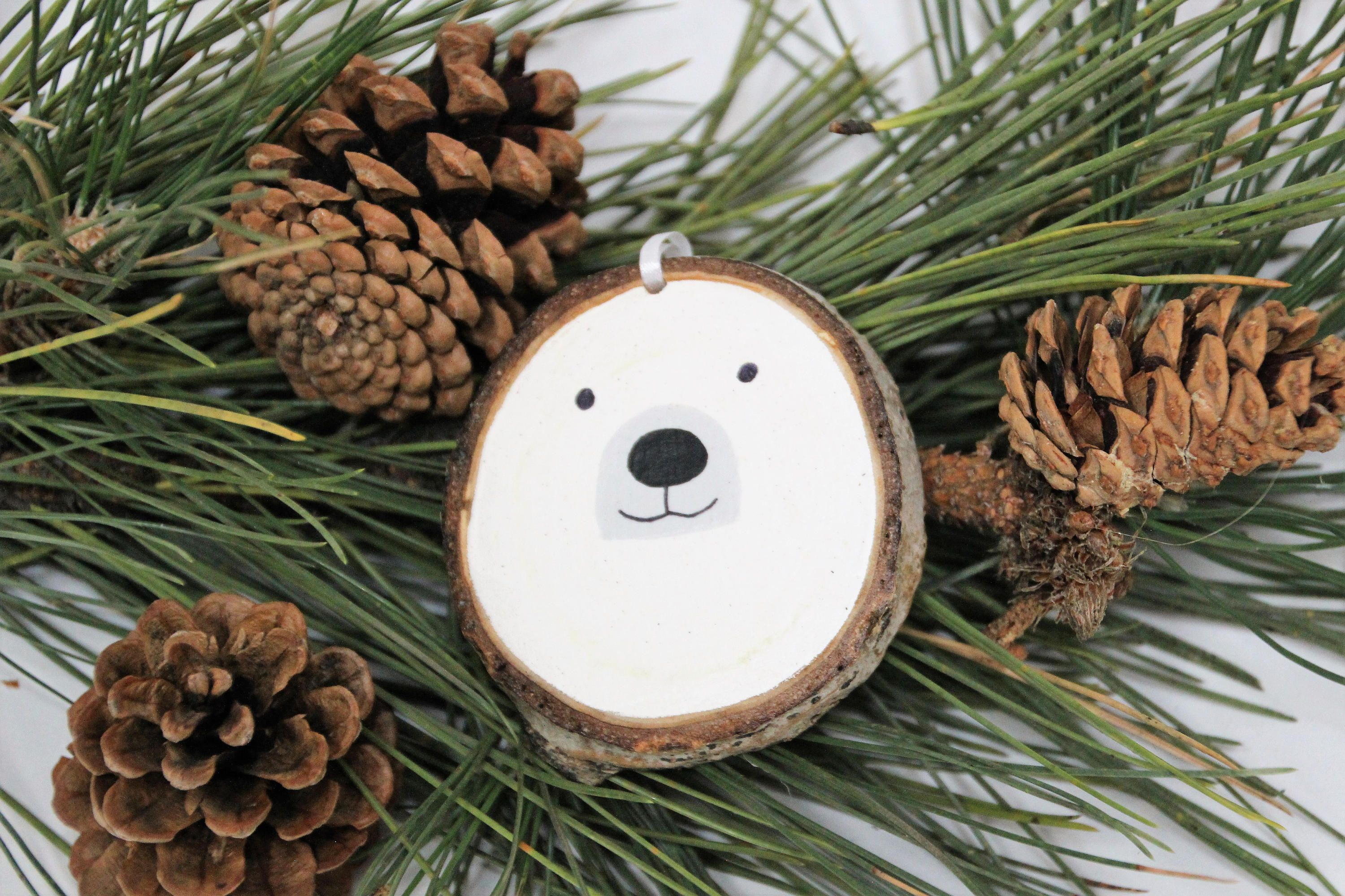 Wood Christmas Ornament - Polar Bear Wood Slice Animal Christmas Ornament - Hand Painted on Beetle Killed Pine #weihnachtsbastelnnaturmaterialien