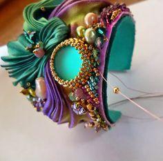 de Cor's Handmade Jewelry: Step By Step Shibori Cuff Tutorial by Serena Di Mercione Jewelry    http://jewelry.de-cors.com/2014/09/step-by-step-shibori-cuff-tutorial-by-serena-di-mercione-jewelry.html