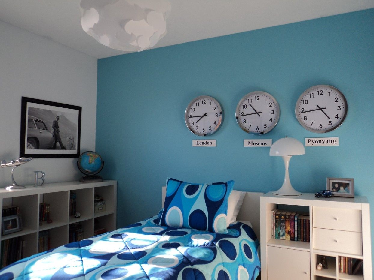 Boys bedroom fascinating light blue teenage boy bedroom for Room decor for 12 year olds