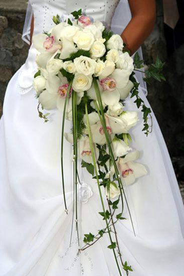 Bouquet Da Sposa Orchidee.Bouquet Di Orchidee E Roselline Bianche Con Edera Jpg 367 550