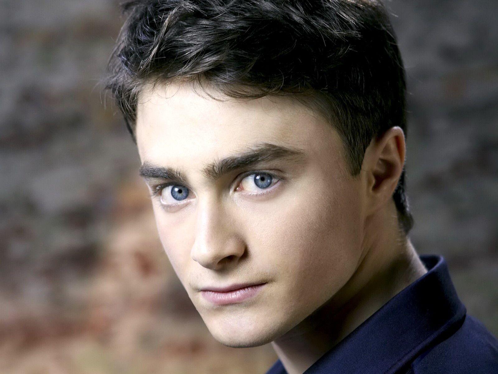 Daniel Radcliffe Daniel Radcliffe Actors Male Celebs Hollywood Black Hair Blue Eyes Hairstyles For Teenage Guys Daniel Radcliffe
