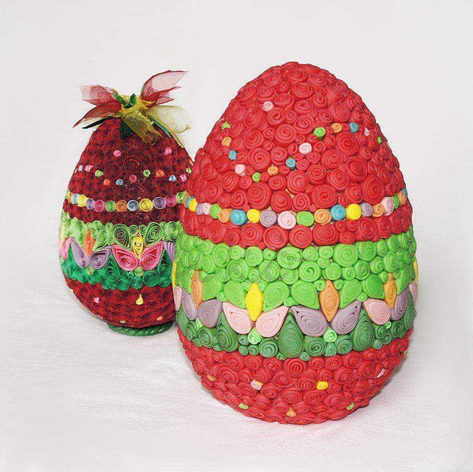 Uovo quilling e uovo di cioccolato