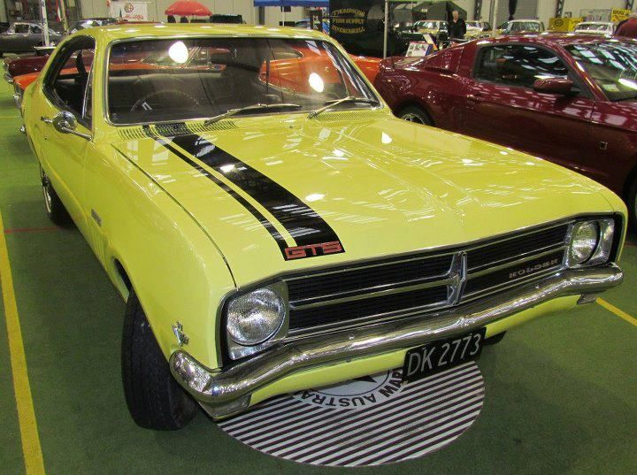 Holden Monaro 1969 Auto Spectacular - Dunedin 2012; cool after looking it up its a GM that looks like a dodge dart cool