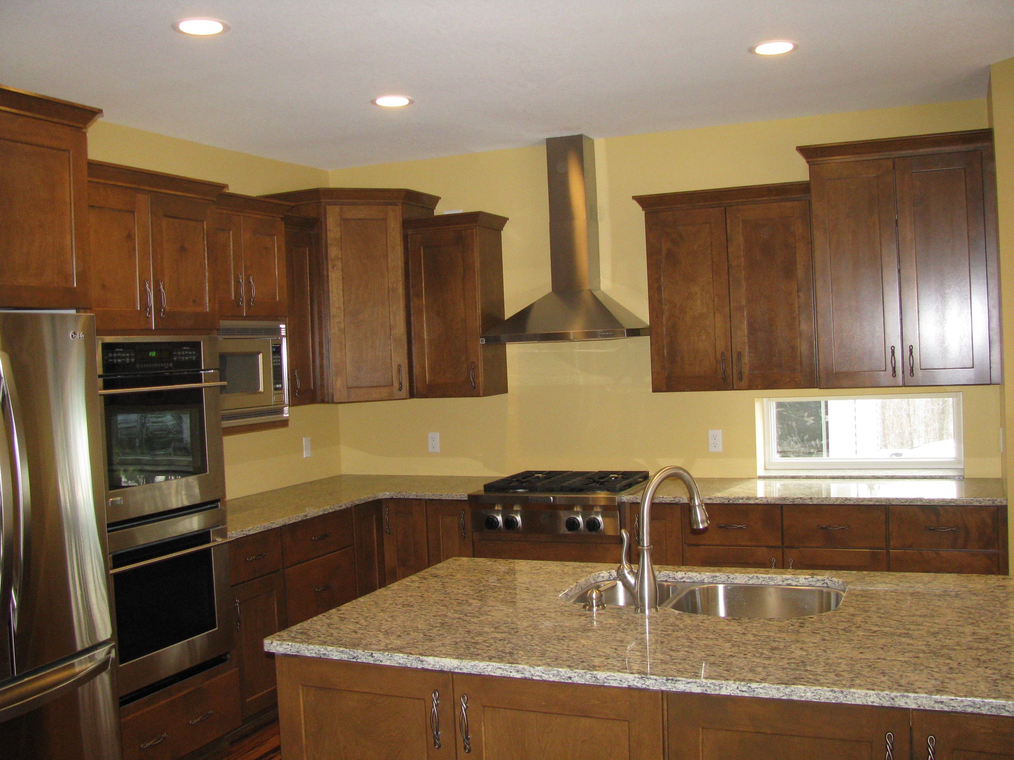 Best Maple Cabinets In A Chestnut Color Granite Tops Maple 640 x 480