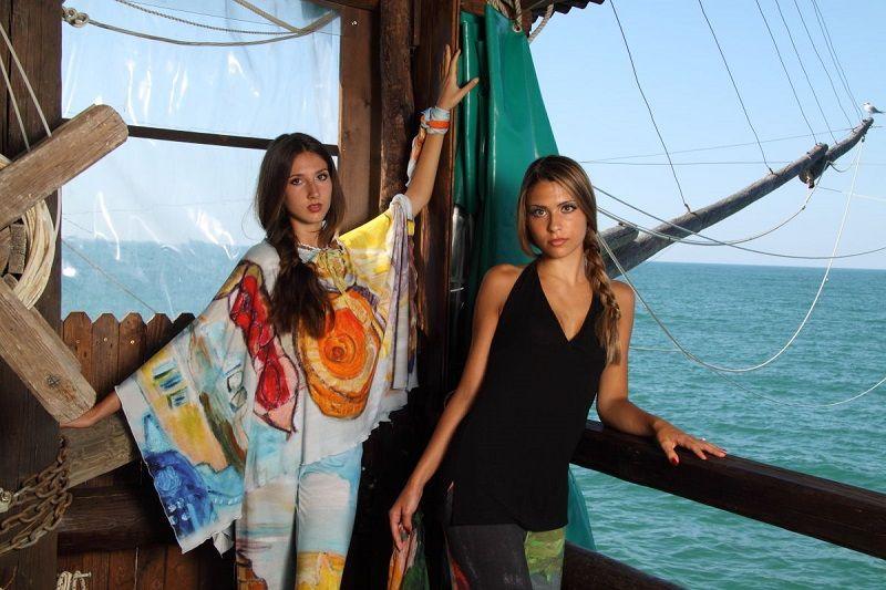 Dalla tela dell'opera pittorica al tessuto del capo d'abbigliamento. Connubio perfetto tra Arte e Moda. Scopri di più su www.couturearte.com.