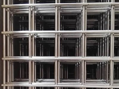 Many stainless steel welded wire mesh panels with big square mesh ...