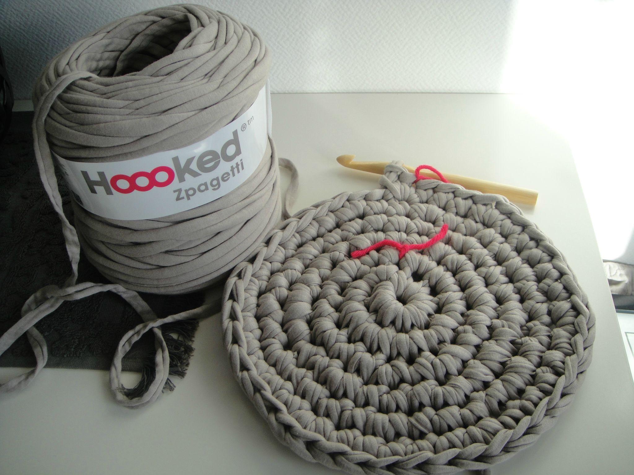 hoooked zpagetti un panier une corbeille au crochet tricot crochet doudous de memie cathy. Black Bedroom Furniture Sets. Home Design Ideas