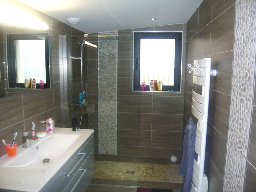 Interview de nabelle construction village neuf les for Salle bain rectangulaire
