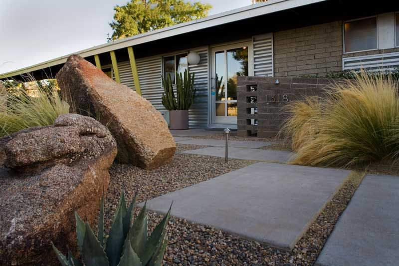 Mid Century Modern Homes Landscaping slabs of concrete positioned askew make an interesting path to the