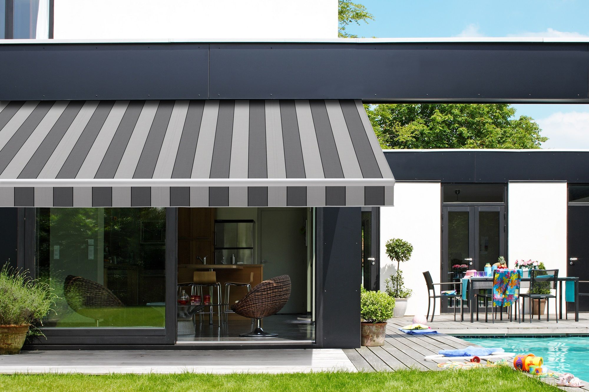 Retractable Folding Lateral Arm Striped Awning Retractable Awning Outdoor Blinds Luxurious Backyard