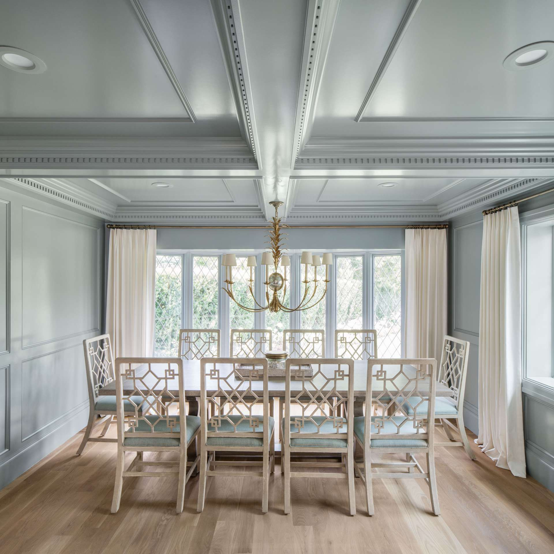 Key Interiors By Shinay Country Dining Room Design Ideas: Gorgeous Color In The Dining Room Of This Fox Group Tudor