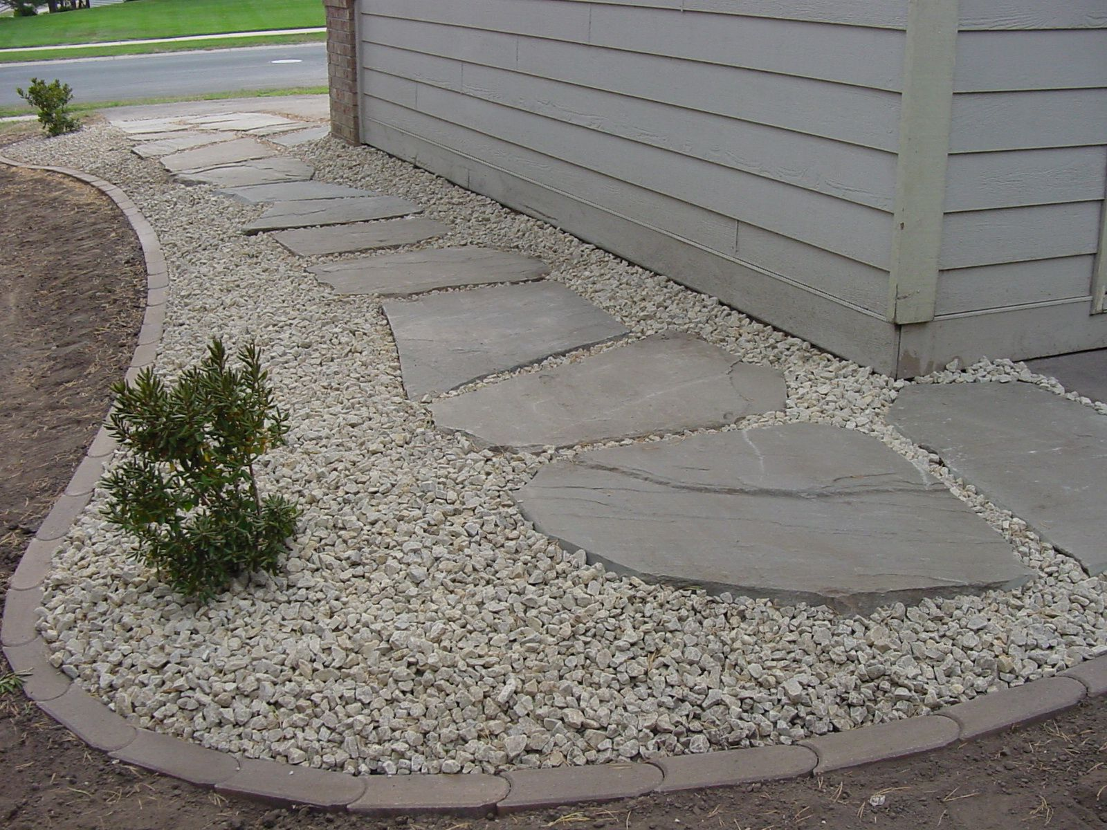 Edging stone google search garden ideas pinterest for Rock stepping stones landscaping
